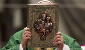 Famille bible pape synode