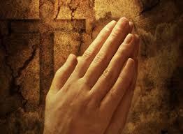 Prière mains croix